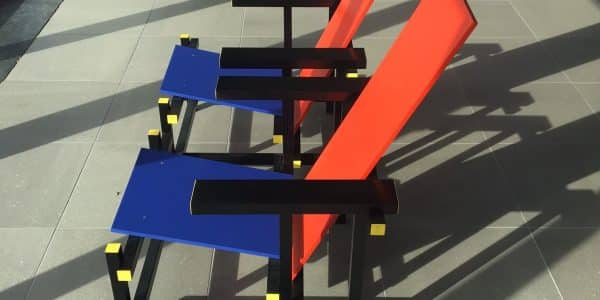 """- Sedia Rossa e Blu by Rietvield 600x300 - Tour del Design District olandese nel centenario di """"De Stijl"""": da Mondrian a Rietveld"""