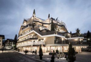 Hotel Tofana hotel tofana - hotel tofana building exterior n310317 7 300x205 - Hotel Tofana a San Cassiano: leggerezza alpina in Alta Badia