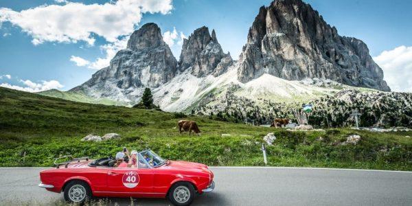 le dolomiti - BER6863 600x300 - Le Dolomiti più belle che mai, a bordo di una spider storica per la gara Stella Alpina