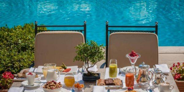 """rome cavalieri waldorf astoria - Breakfast by the pool low 600x300 - Aperitivi per tutte le ore del giorno al Rome Cavalieri Waldorf Astoria, il """"resort"""" nel cuore di Roma"""