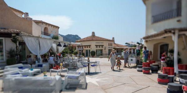 Promenade du Port promenade du port - W74A8436z 600x300 - Promenade du Port, la vera Piazzetta di Porto Cervo in Costa Smeralda, tra arte, design e food