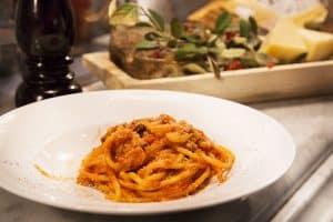 Agrichef agrichef - pasta emidio spaghetto amatriciana 300x200 - Agrichef, i cuochi agricoli della Cia Agricoltori italiani, marchio di qualità in tavola