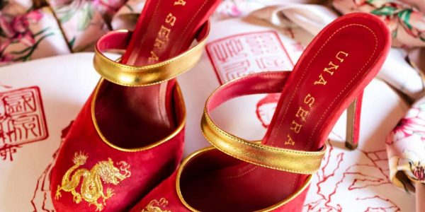 """una sera - una sera fiamma ambientata burgundy 600x300 - Una Sera: le """"Boudoir Shoes"""" emblema di artigianalità e femminilità"""