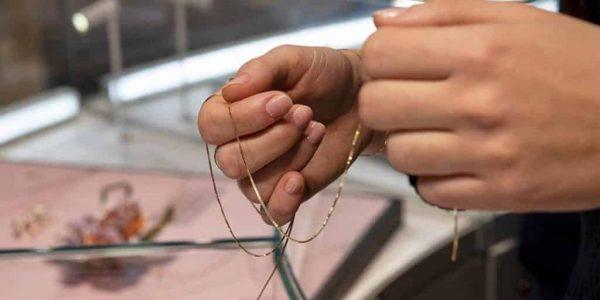 essenziale - atelier 600x300 - Essenziale: il bracciale saldato al polso, leggero come una piuma