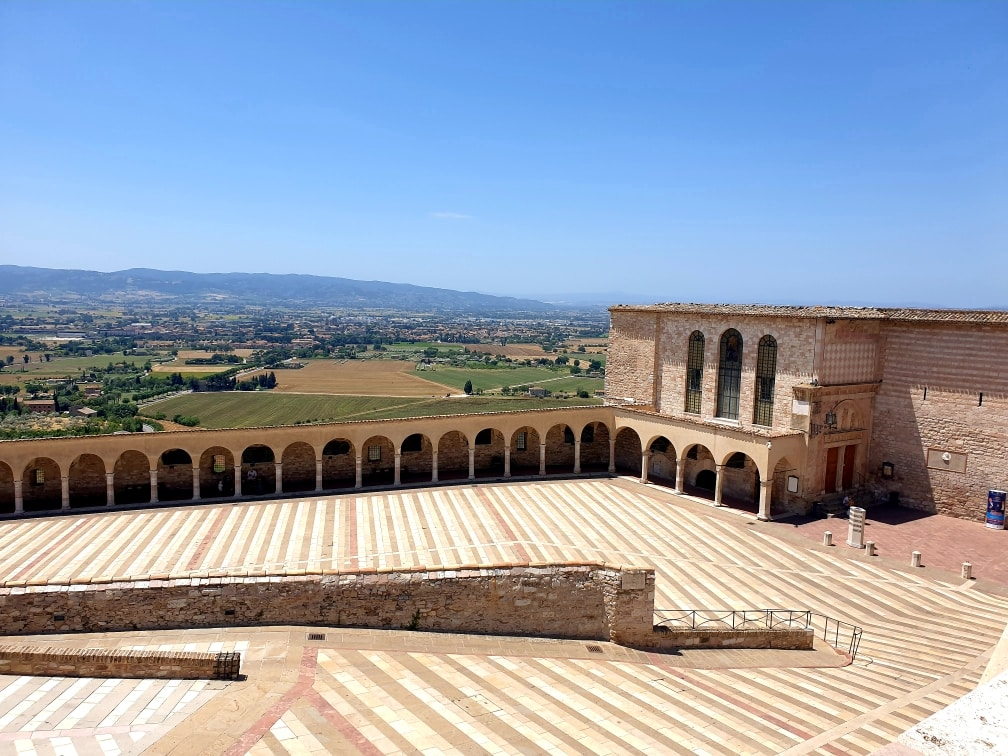 Assisi - Spianata della Basilica di San Francesco
