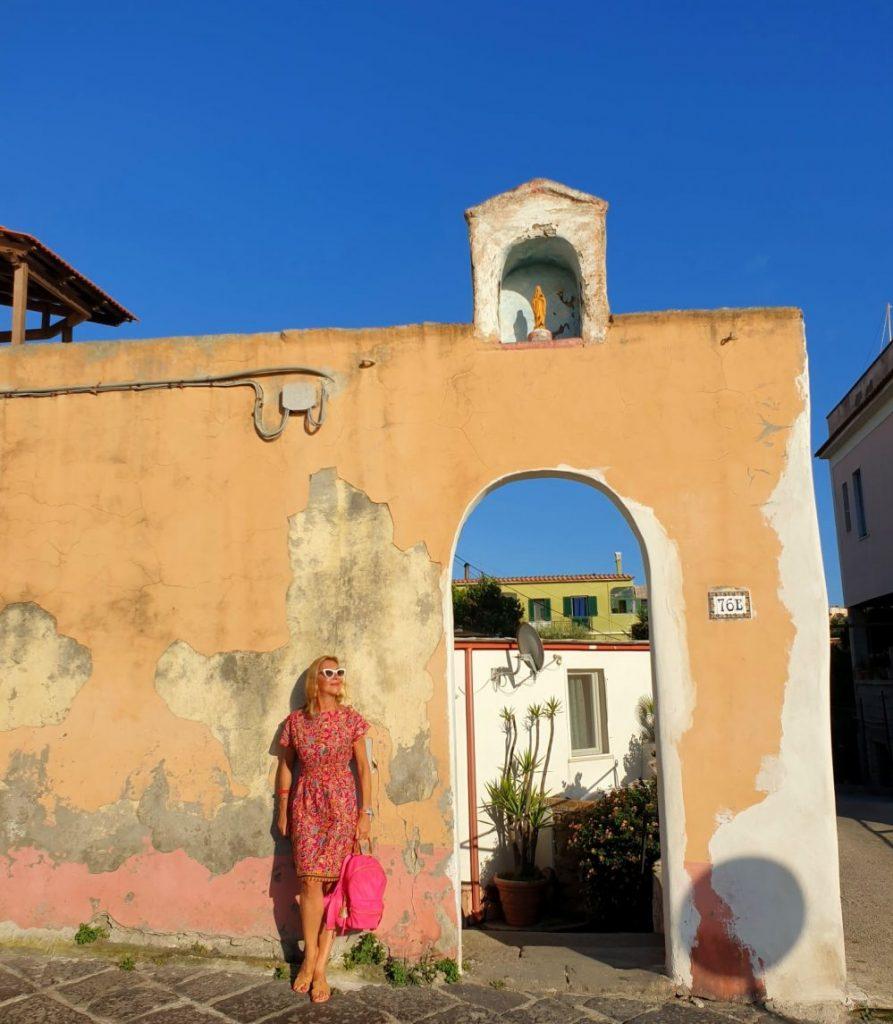 Procida - Passaeggiata procida - 20200825 003041 e1600534525111 893x1024 - Procida, la perla del golfo di Napoli: tutte le cose da fare