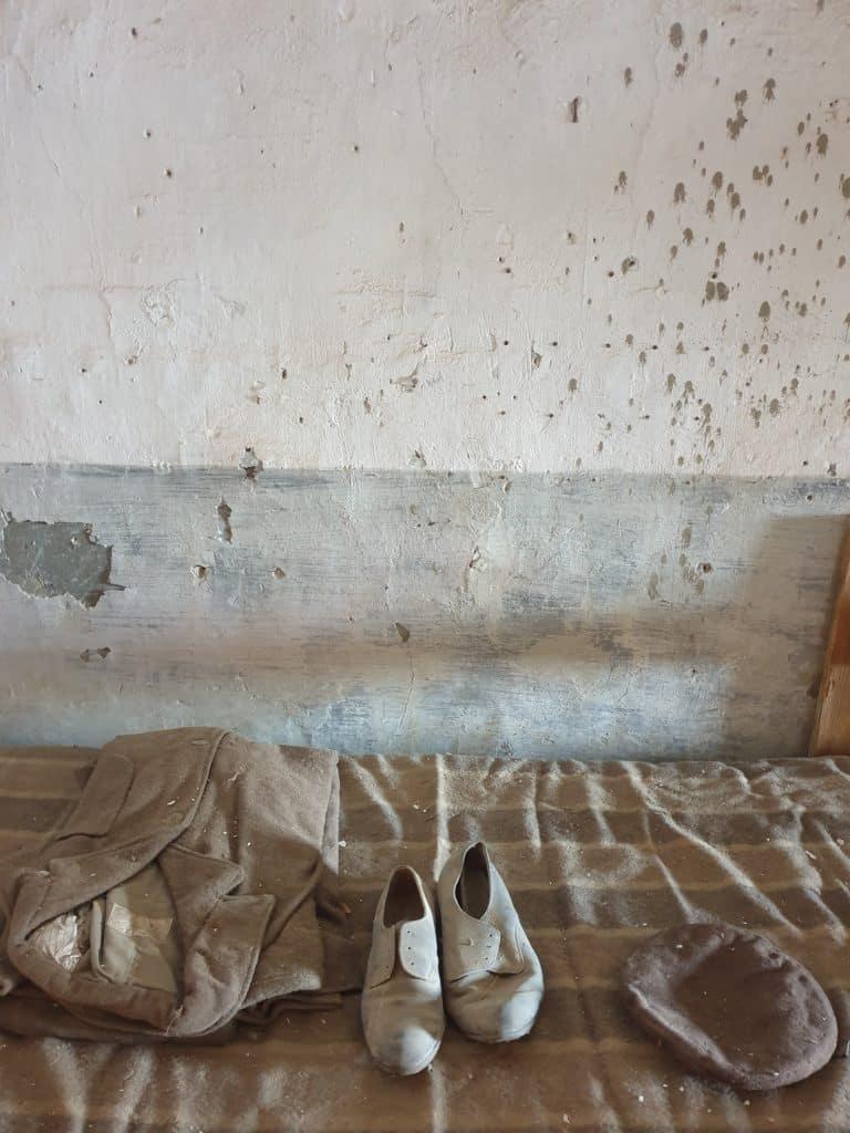 Procida - Letto dei detenuti a Palazzo d'Avalos procida - 20200825 110745 768x1024 - Procida, la perla del golfo di Napoli: tutte le cose da fare